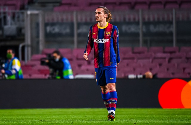 """But for Marta Carreras, Antoine Griezmann does not intend to leave Barcelona. The journalist of the Catalyuna Radio assures that the native of Macon intends to fight to stay in Barcelona. Especially since he still has three years left on his contract with the Blaugrana. """"The player is comfortable and does not plan to leave. He still has three years left on his contract and admits to feeling very calm about his future. Barca sees him as one of the candidates to leave this summer,"""" the source said. Griezmann's statistics are not very good since his arrival in Catalonia. This season he has scored 11 goals and 14 assists in 40 games. With these revelations, the player could therefore engage in an arm wrestle with his new management. This one has as a priority to extend the contract of Lionel Messi. The lease of the Argentine expires next June."""