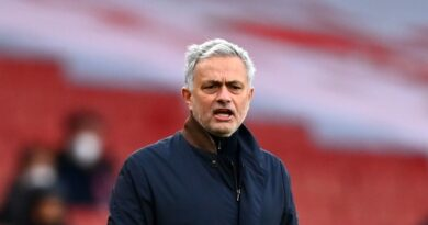 FOOTBALL - Tottenham: Mourinho shoots red balls after Arsenal